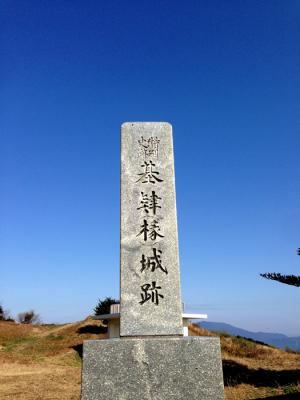 基山の山頂では、真っ青の空