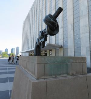 国連本部のオブジェ