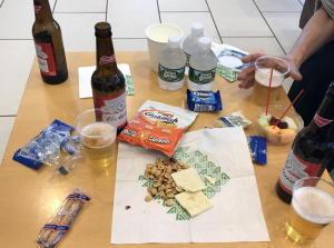 ニューヨーク紀行 その48 アリタリア航空のラウンジで軽食&ビール