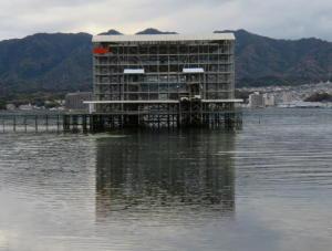 厳島神社の大鳥居は改修中でした